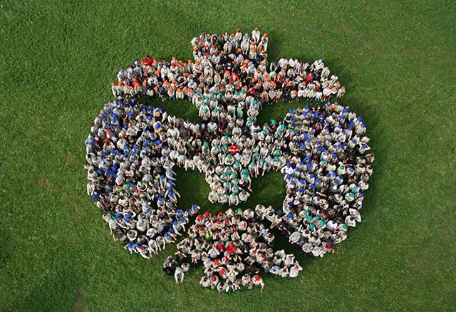 Jede Größe - DPSG Pfadfinder-Lilie aus 700 Personen